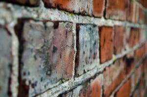 Bei schadhaftem Mauerwerk ist der Fachmann gefragt (Bild: Pixabay)