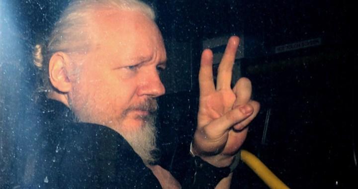 Il giudice britannico nega l'estradizione USA di Assange