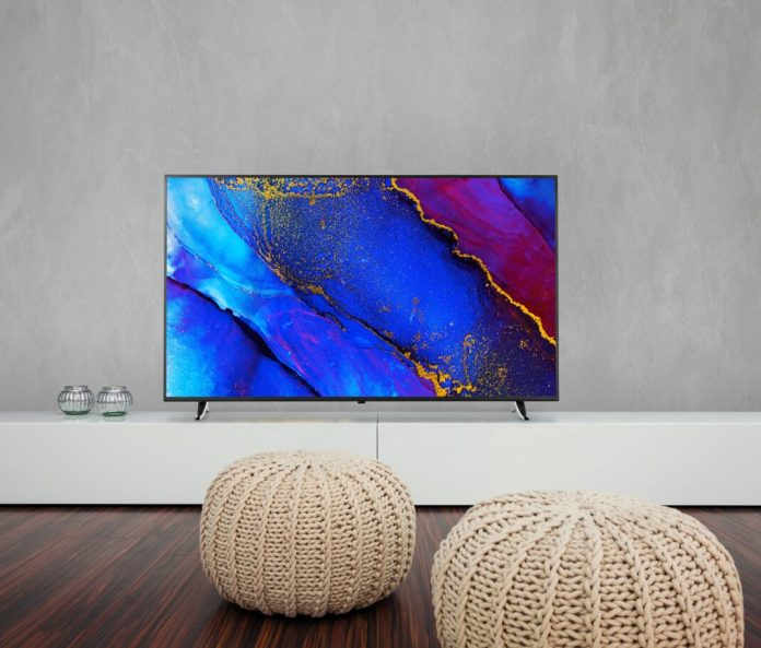 The Smart TV Medion X16596 in a living room