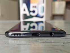 The connections on the lower edge of the galaxy A50: a speaker, USB-C and a jack socket.