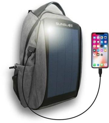 Der Solarrucksack Sunslice Zenith mit einem gekoppelten iPhone