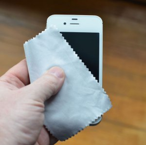 how to clean a iPhone