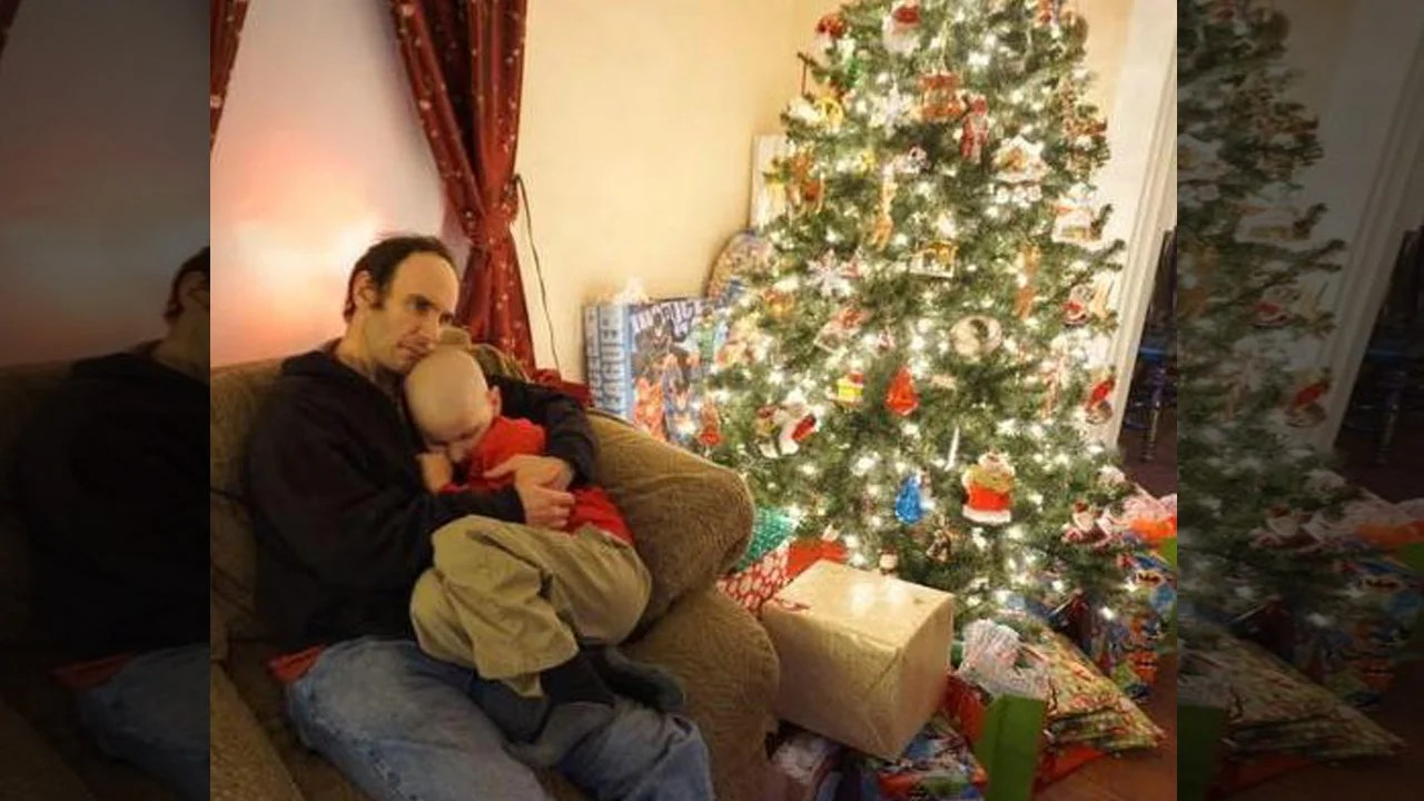 Boy Who Wanted Early Christmas Cards Loses His Battle With