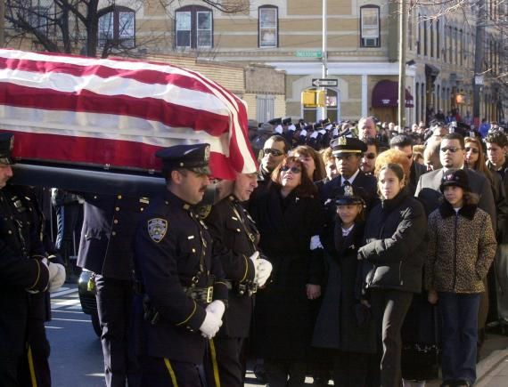 Daughter Of Nypd Hero Who Died On 9 11 Follows In Dad S