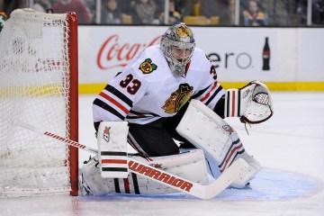 Chicago Blackhawks goalie Scott Darling (33).
