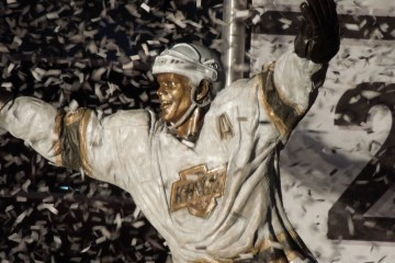 Luc Robitaille statue outside Staples Center in LA