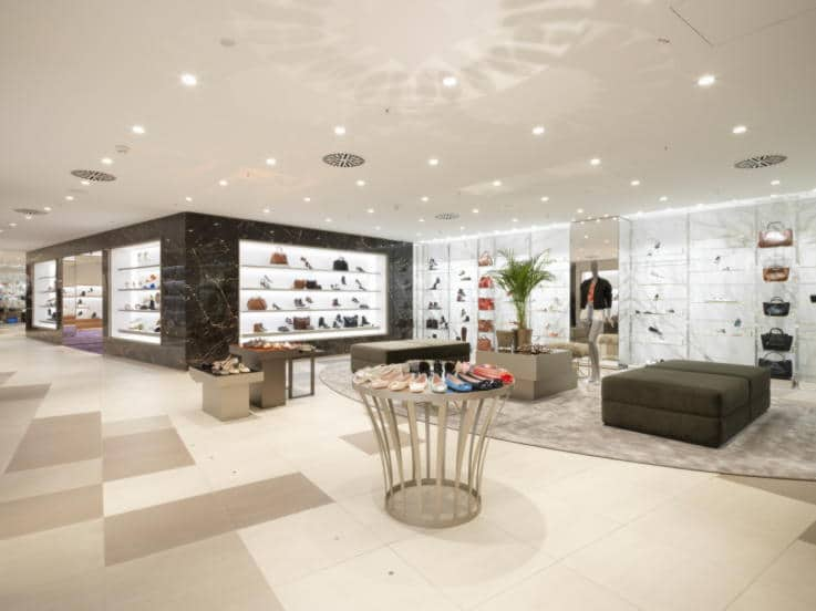 Physical Store - Visual Merchandising