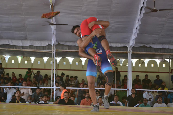 One-sided domination wrestling