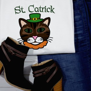 DIY St. Patrick's Day Shirt for Cat Lovers | Free Cut File Package