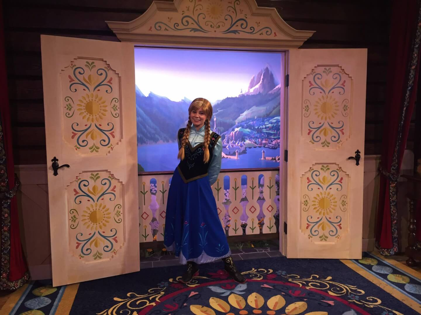 Video New Anna And Elsa Frozen Meet And Greet In The Royal