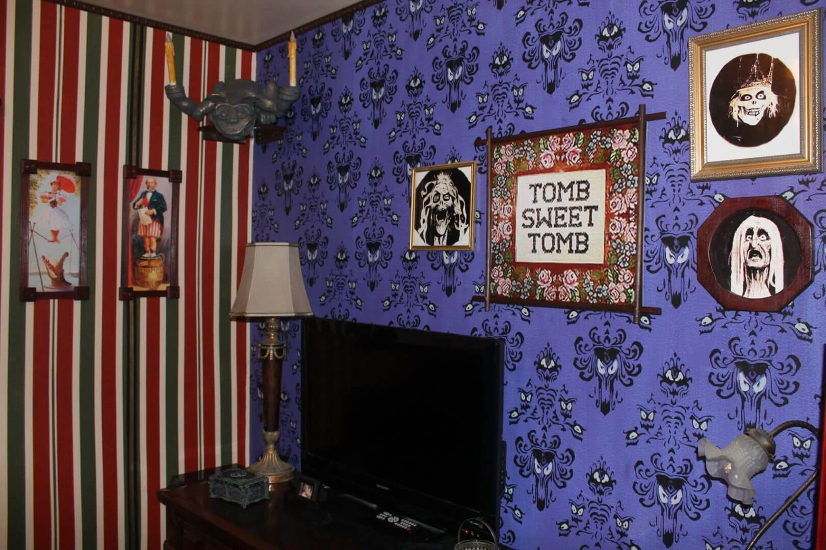 At home imagineering haunted mansion inspired bedroom is for Haunted room ideas