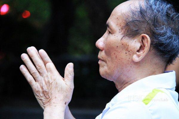 A man prays at Hoan Kiem lake