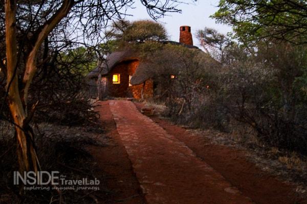Makanyane Safari Lodge at night