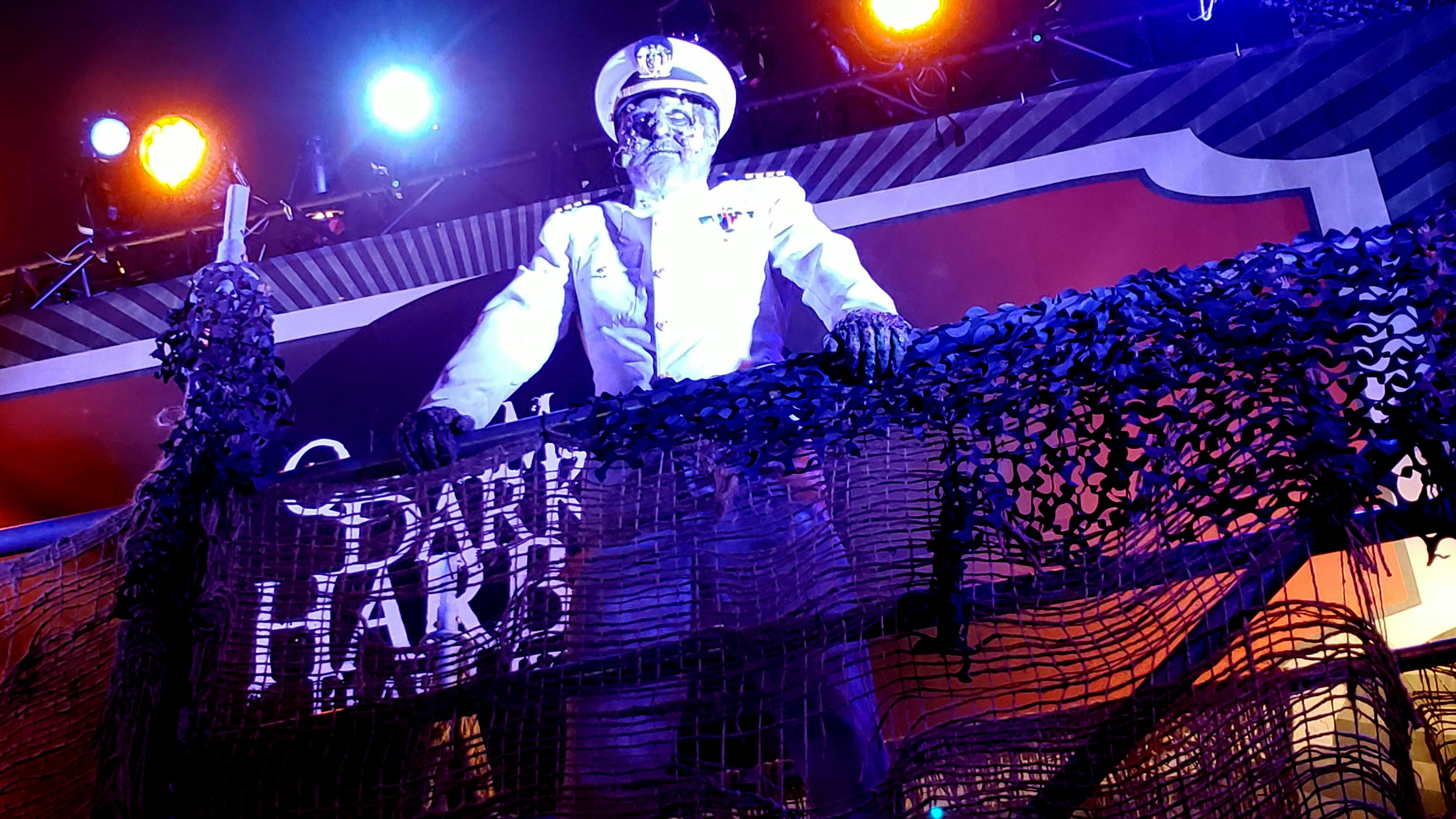 review: queen mary dark harbor 2018 | inside universal