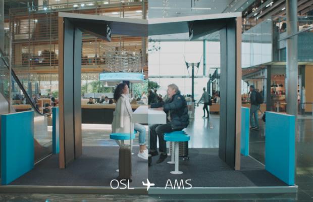 Destacado KLM conecta pasajeros aeropuertos hologramas