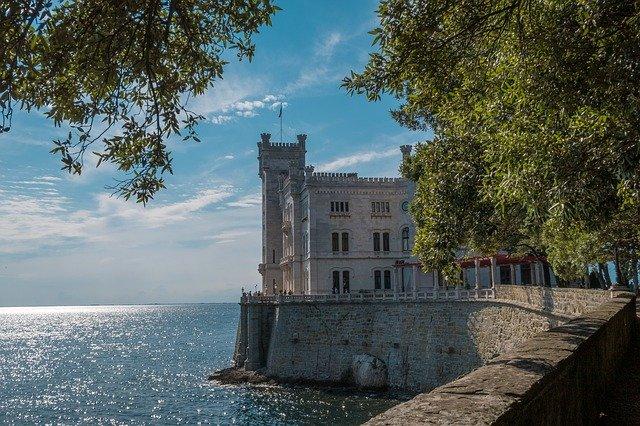 luoghi imperdibili in Friuli Venezia Giulia: Il castello di Miramare