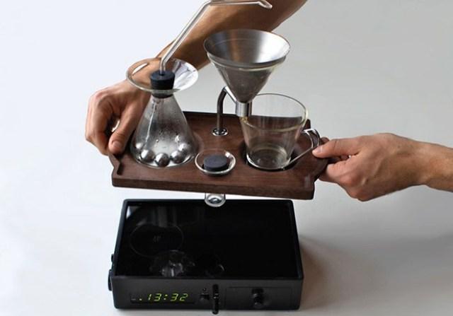 despertador com cafeteira embutida 08