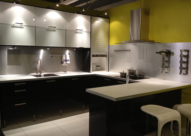 Online showroom kitchen cabinet malaysia for Kitchen decoration malaysia
