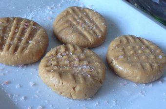 Drool Worthy: Healthy(ish) Peanut Butter Bites!