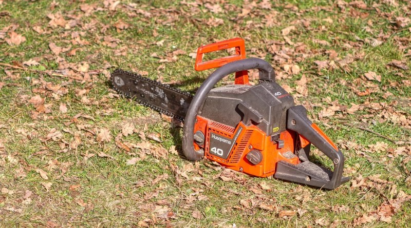 Saw Tree Tool Wood Chainsaw  - planet_fox / Pixabay