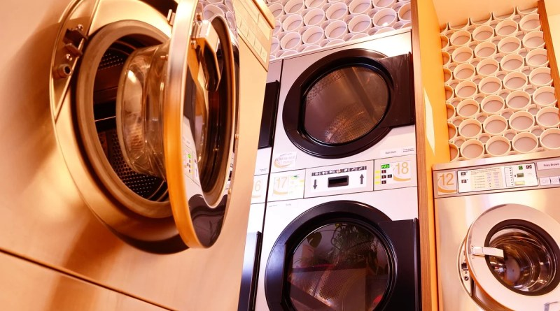 Washing Machine Dryer Launderette  - Ptschinz / Pixabay