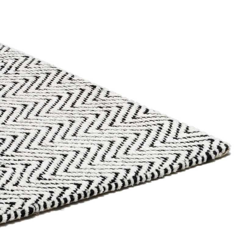 tapis design lignes geometriques noir et blanc en coton et jute