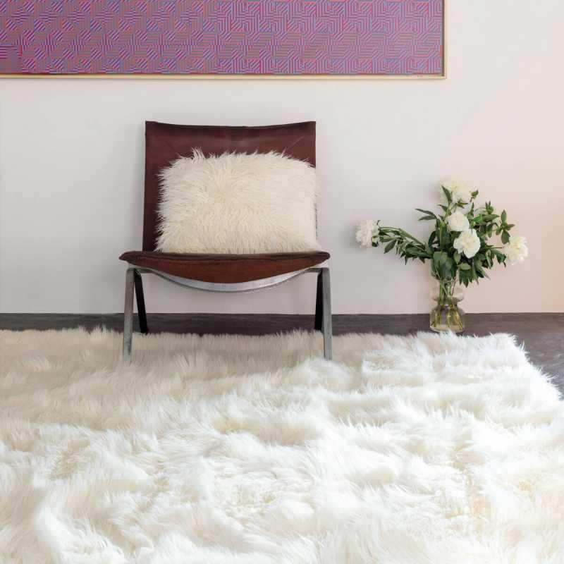 tapis de luxe shaggy blanc en fausse fourrure par ligne pure