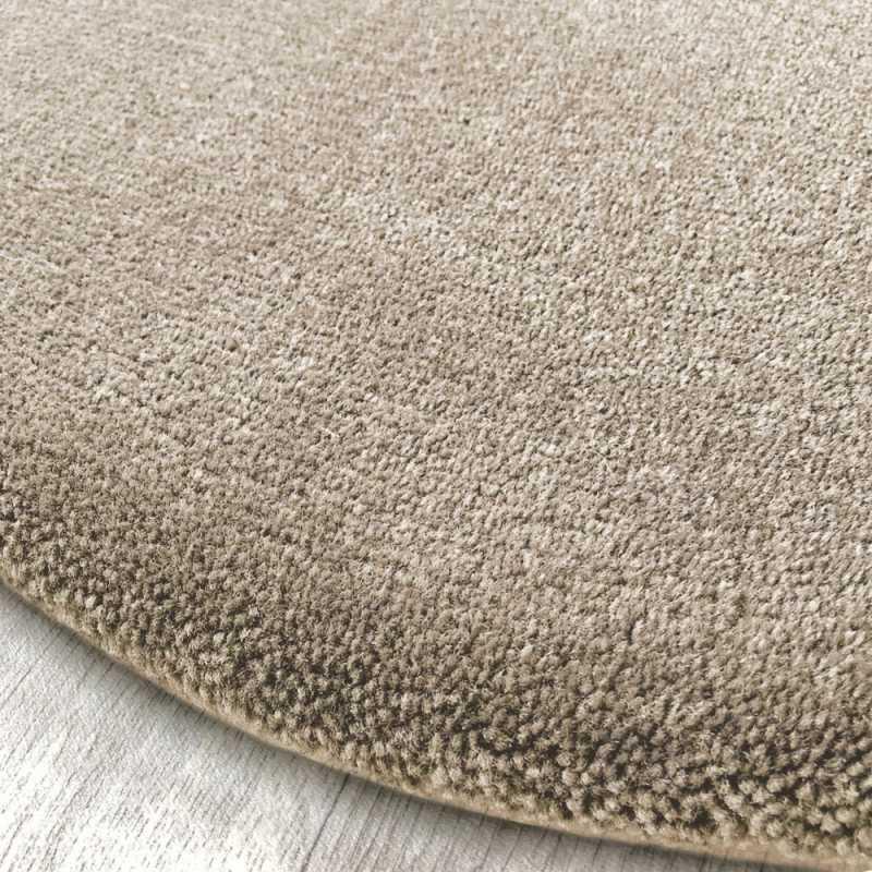 https www inspiration luxe com tapis sur mesure design 1880 tapis rond sur mesure haut de gamme beige clair aspect laine html