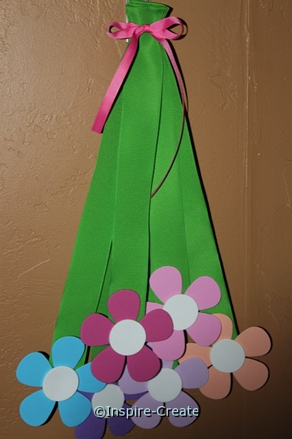 Hanging Flower Bouquet...easy to make and fun to display in Spring!