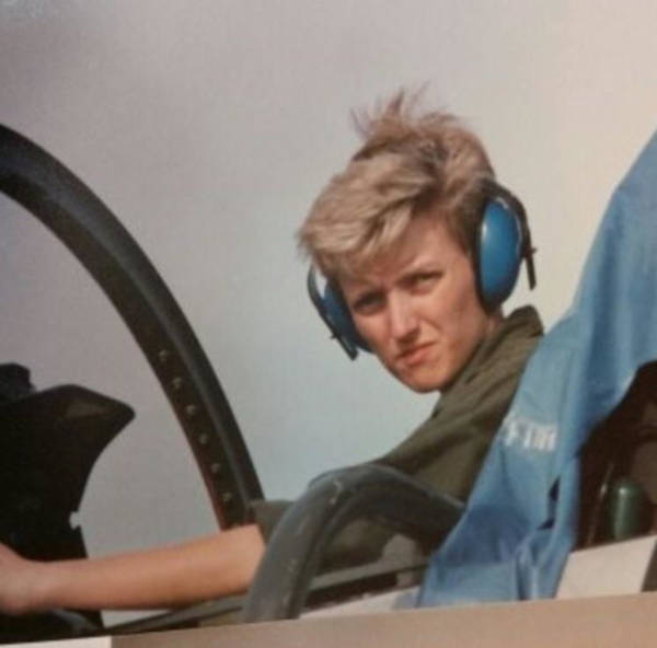 27. 'Mom Wasn't The Pilot, But She Was A Tech On The F-4 Phantom Back In The 80's'