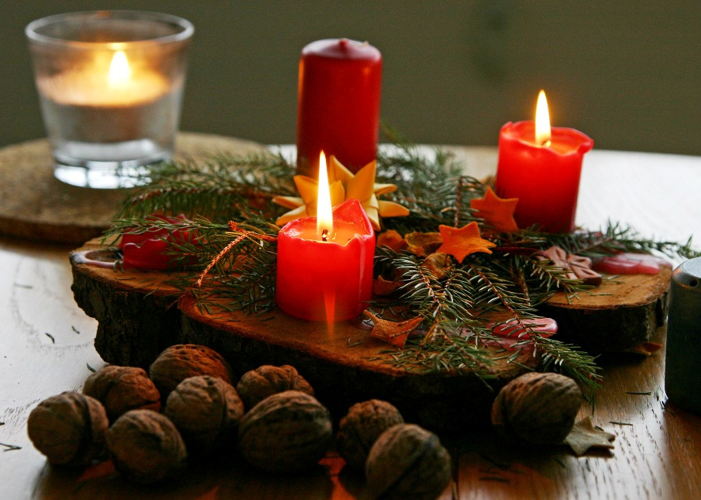 25 Christmas Candle Decoration Ideas To Try This Year