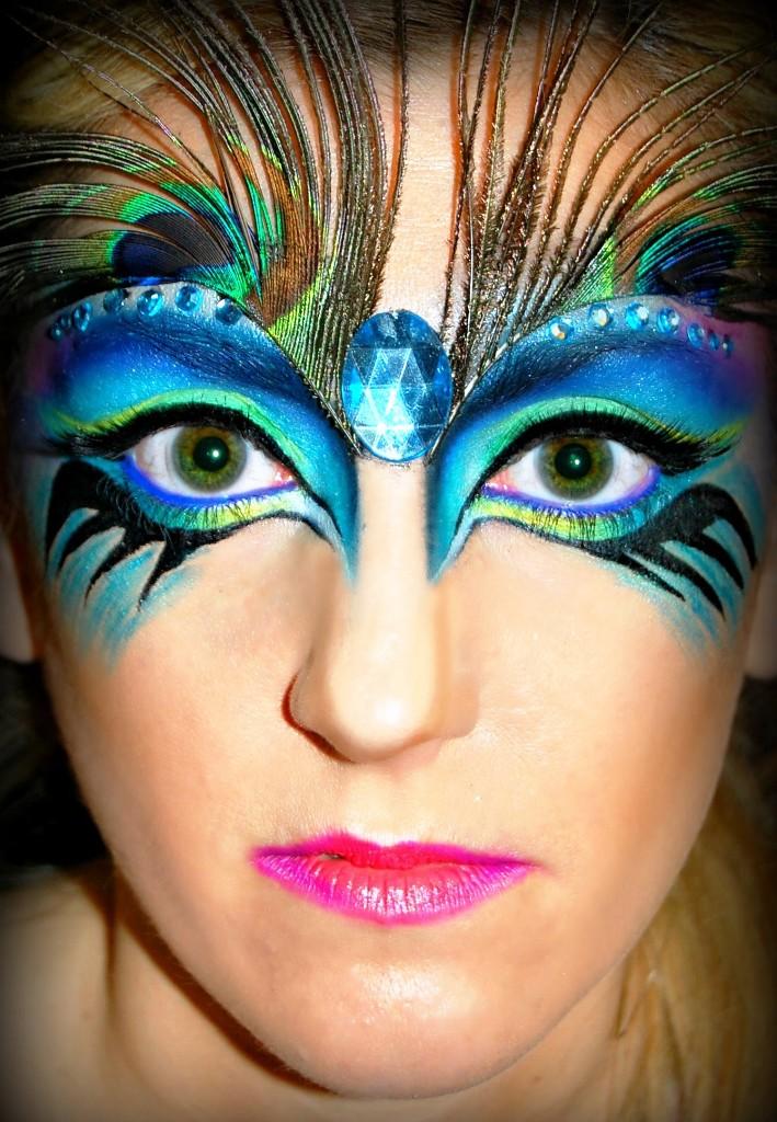 25 Pretty Peacock Halloween Makeup Ideas