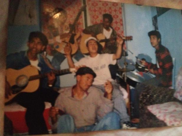 SAD ROSE(old is gold) chari udhyo badal chuna lai......2001 bluck buster song and band