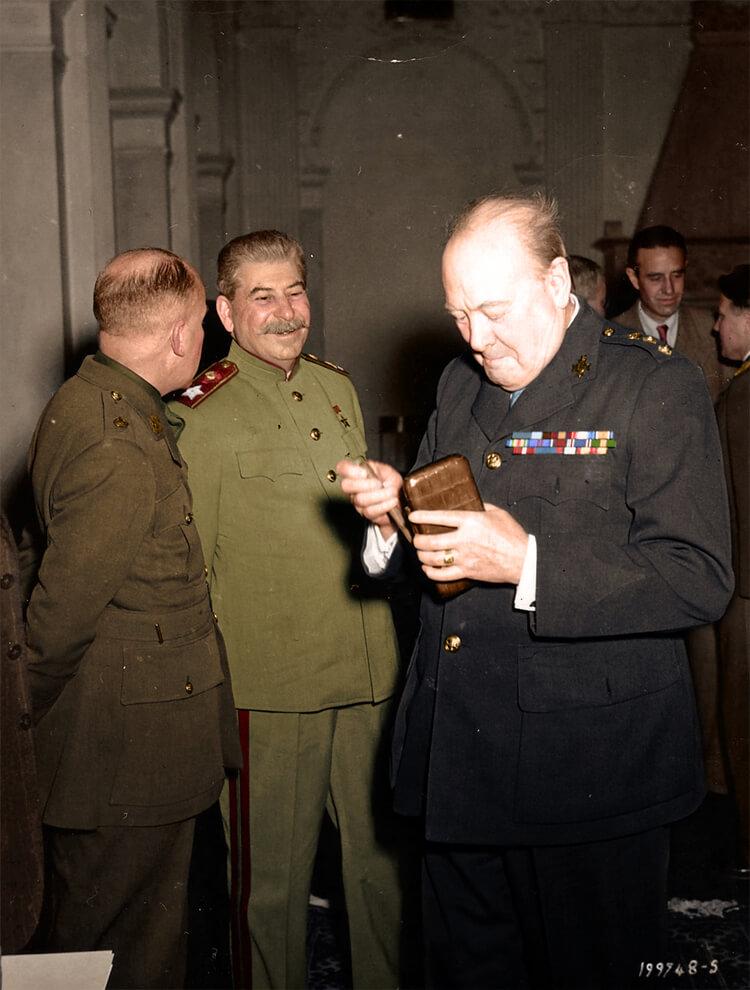 Colorized History - Stalin e Churchill
