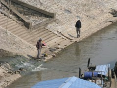 007-fishing-near-the-junks