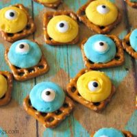 Easy Minion Chocolate Candy Pretzel Snack Recipe