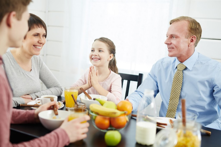 Family eating dinner together - reduce food waste
