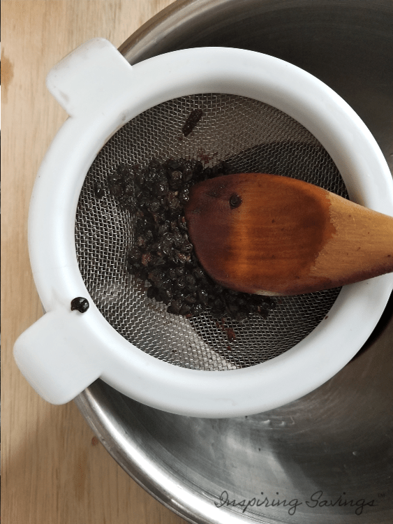 Staining liquid from elderberry mixture