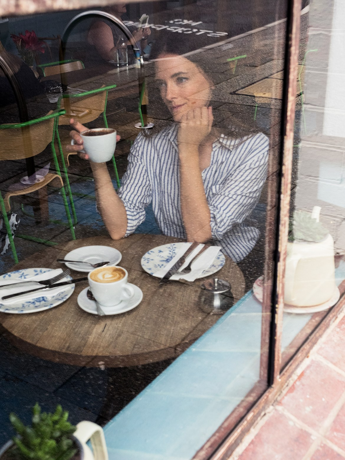 Inspiring Wit fashion blogger from Australia in the one shirt and tom ford bag 2017 coffee