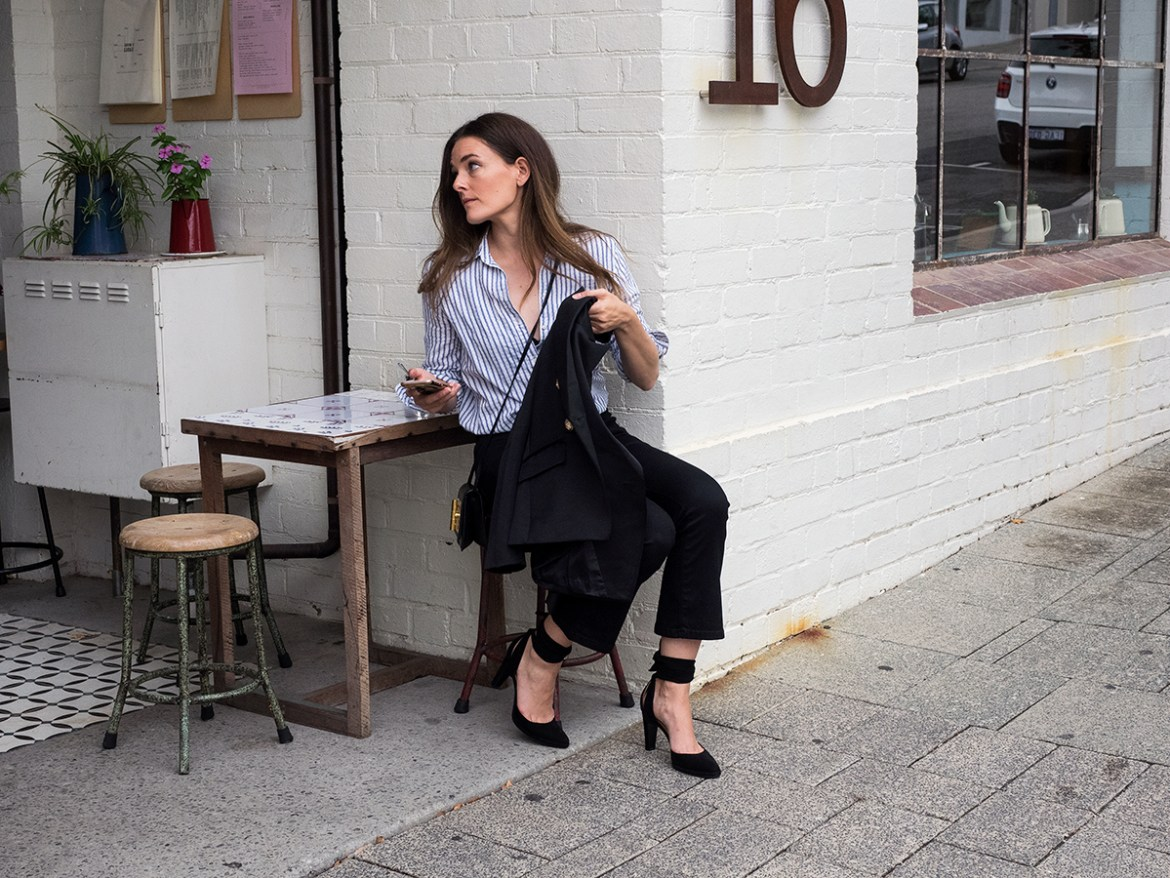 Inspiring Wit fashion blogger from Australia in the one shirt and tom ford bag 2017 Gordon Street Garage