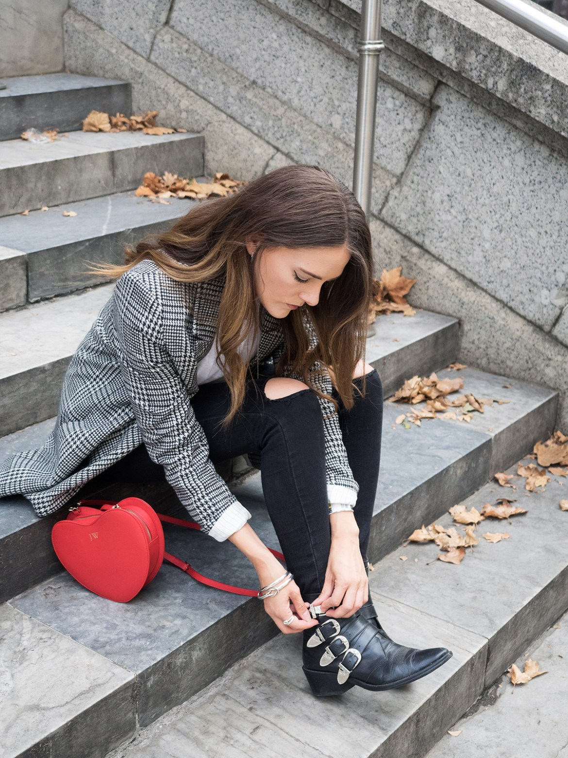 INSPIRING WIT STREET STYLE blogger in H&M check double breasted blazer, fashion and lifestyle blogger