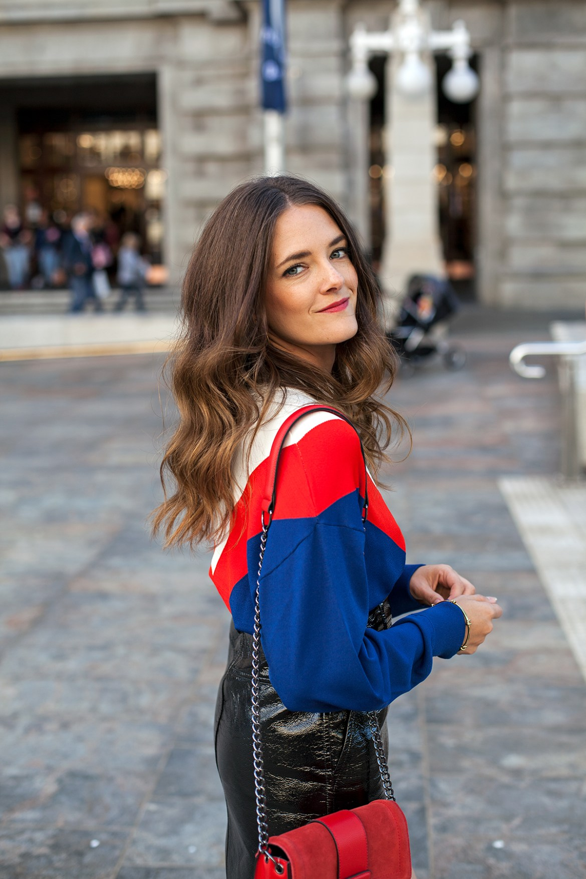 H&M street style for Perth new H&M store on Jenelle, Inspiring Wit Australian fashion blogger. In red shoulder bag and blue and red v top