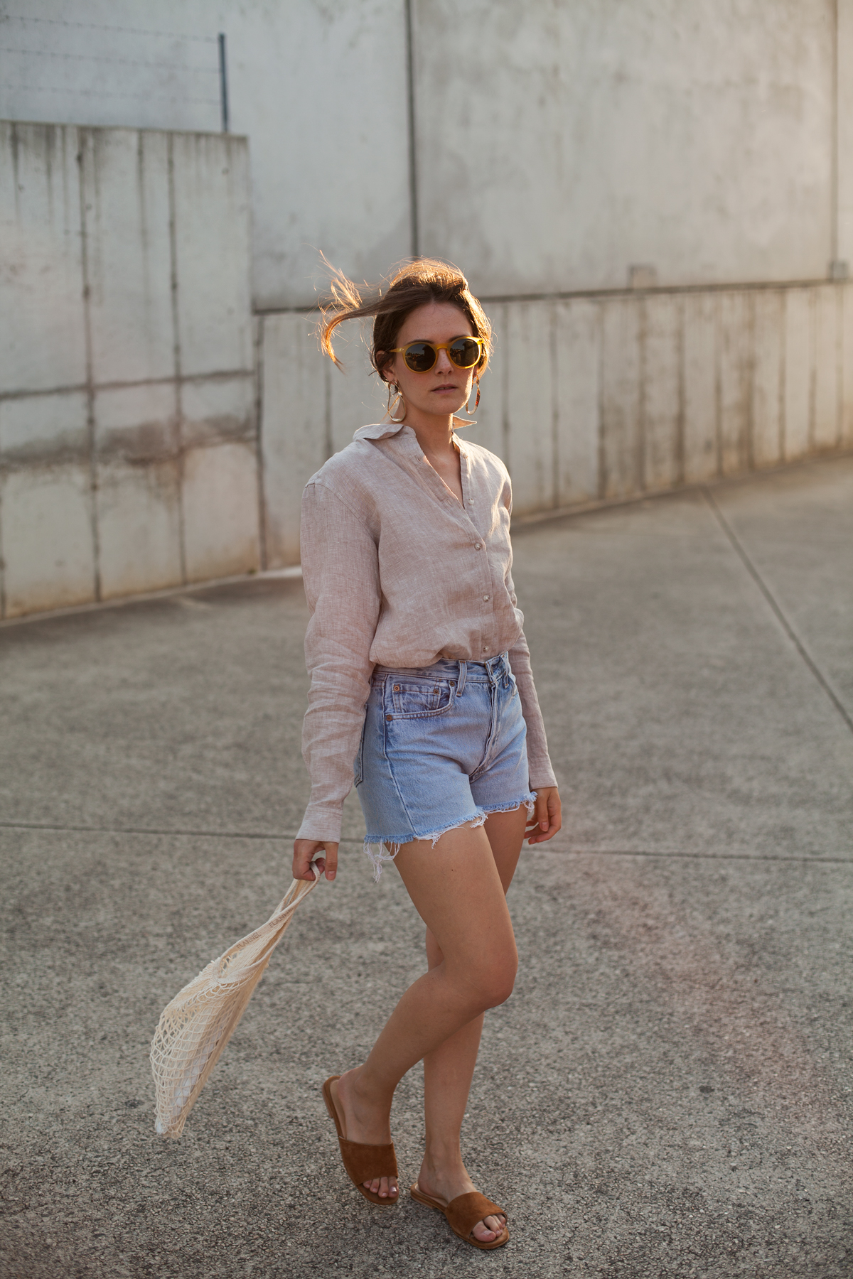 Inspiring-Wit-Uniqlo-Premium-linen-shirt-beige-Levis-shorts-string-bag