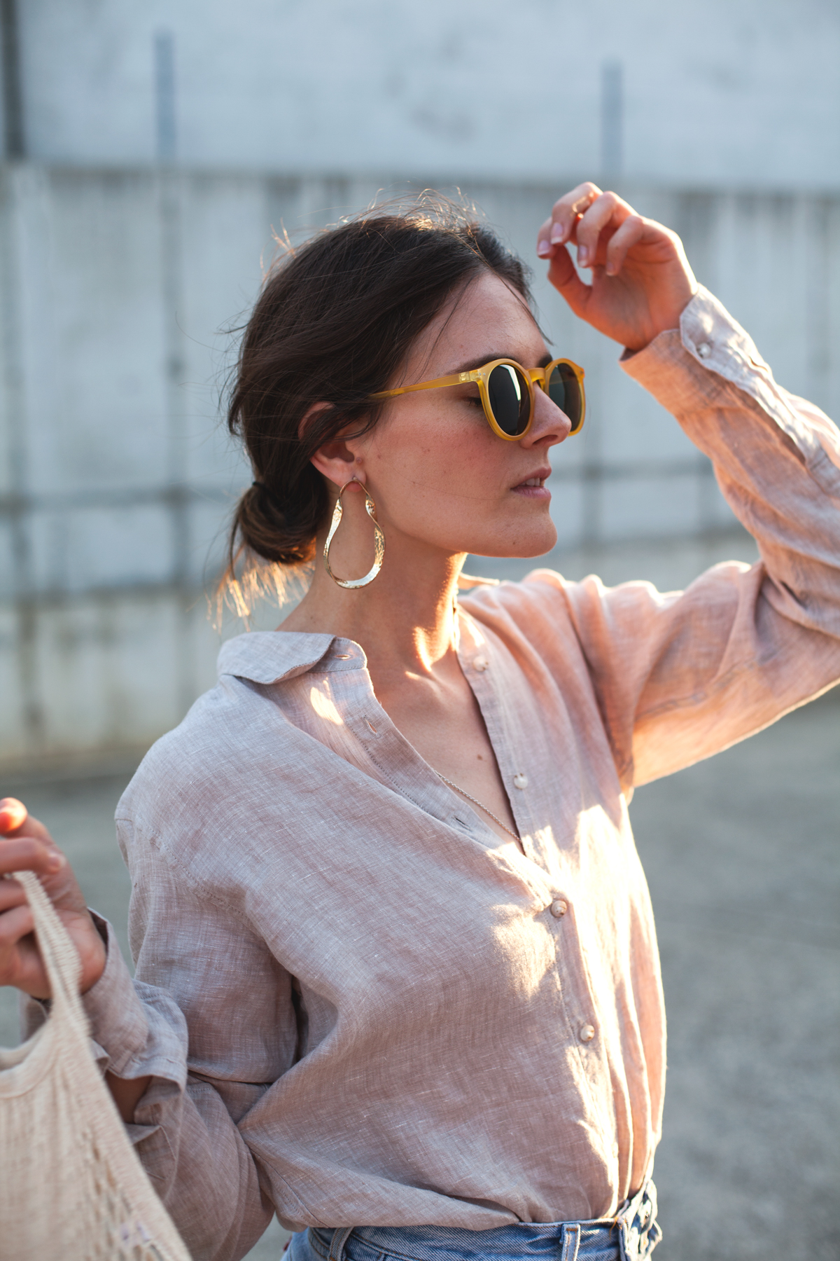 Inspiring-Wit-Uniqlo-Premium-linen-long-sleeve-shirt-beige-gold-the-hexad-earrings