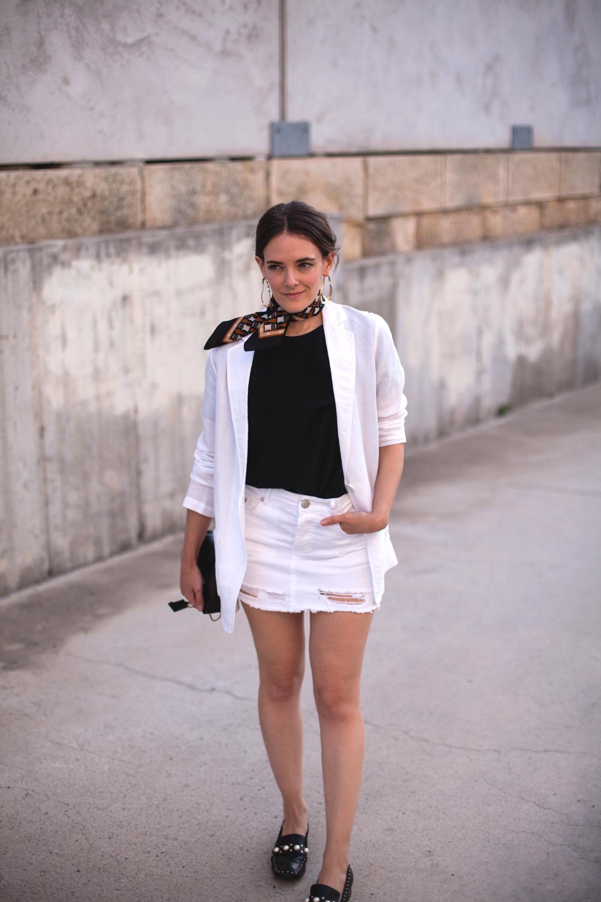 Inspiring-Wit-white-linen-Uniqlo-blazer-Midas-heels