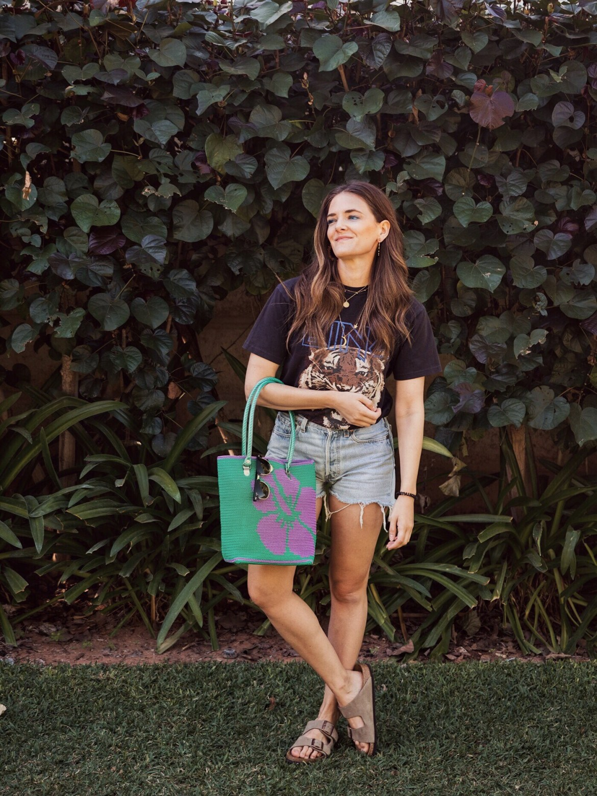 Poolside style in vintage Levi's shorts, Skipping Girl bag, Taupe Birkenstock Arizona shoes and Anine Bing Tiger Tee at the Billi Resort in Broome worn by Inspiring Wit fashion blogger Jenelle Witty
