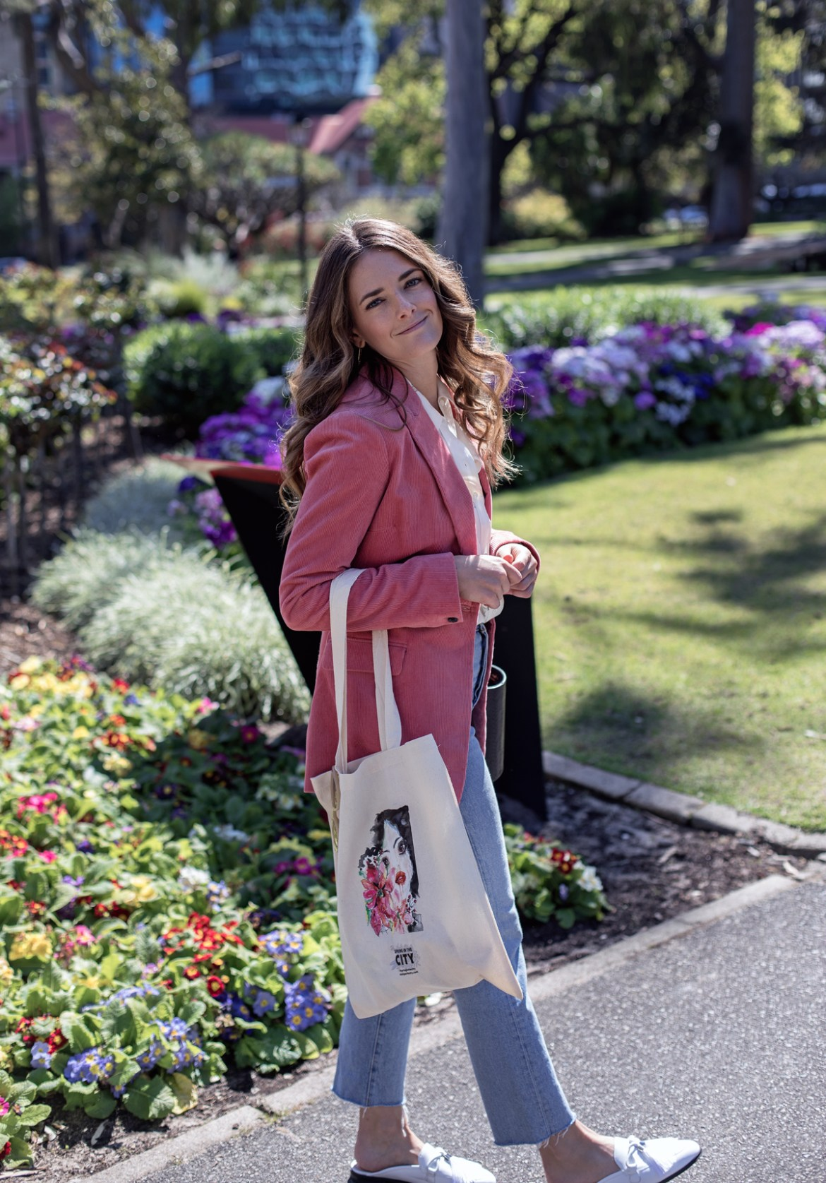 Jenelle from Perth blog Inspiring Wit in the City of Perth with one of the Spring in the City tote bags
