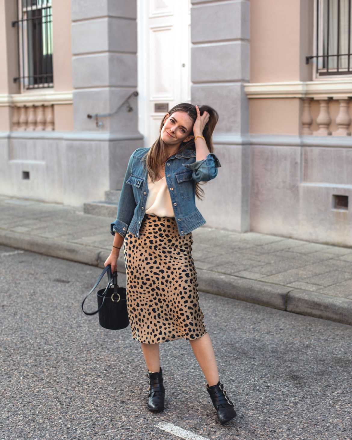 Naomi wild things leopard print silk slip skirt by Realisation Par size guide and outfit idea Inspiring Wit fashion blogger Jenelle Witty