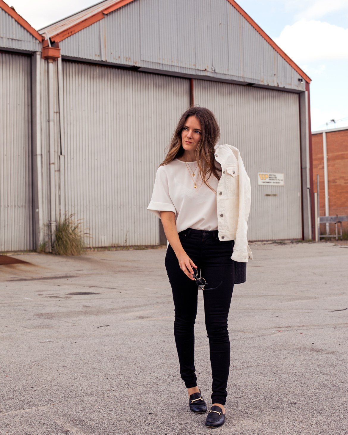 Uniqlo Perth is finally open! Fashion blogger Jenelle Witty from Inspiring Wit wearing Uniqlo rayon blouse with white denim jacket and black skinny jeans outfit