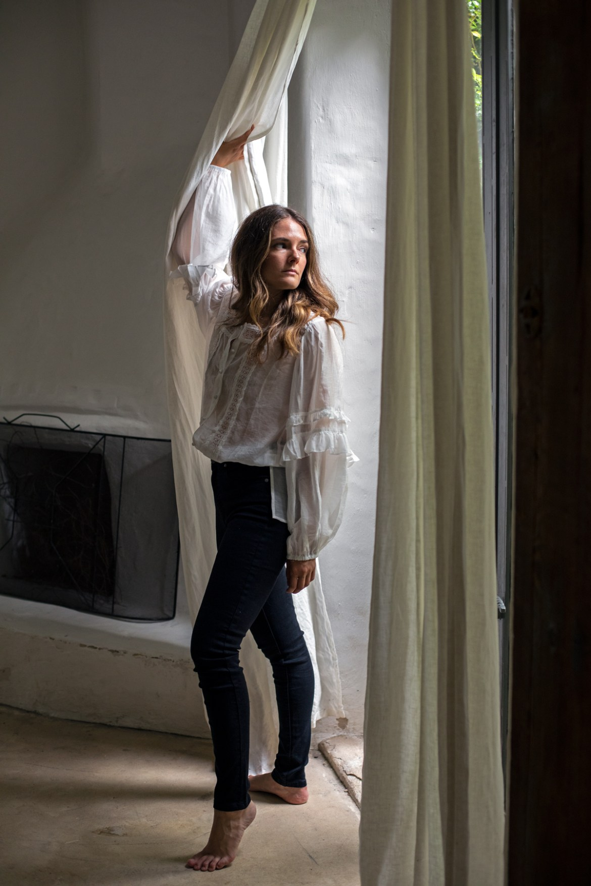 Bradshaw blouse in white Bohemian Traders worn by Inspiring Wit fashion blogger Jenelle Witty with black jeans